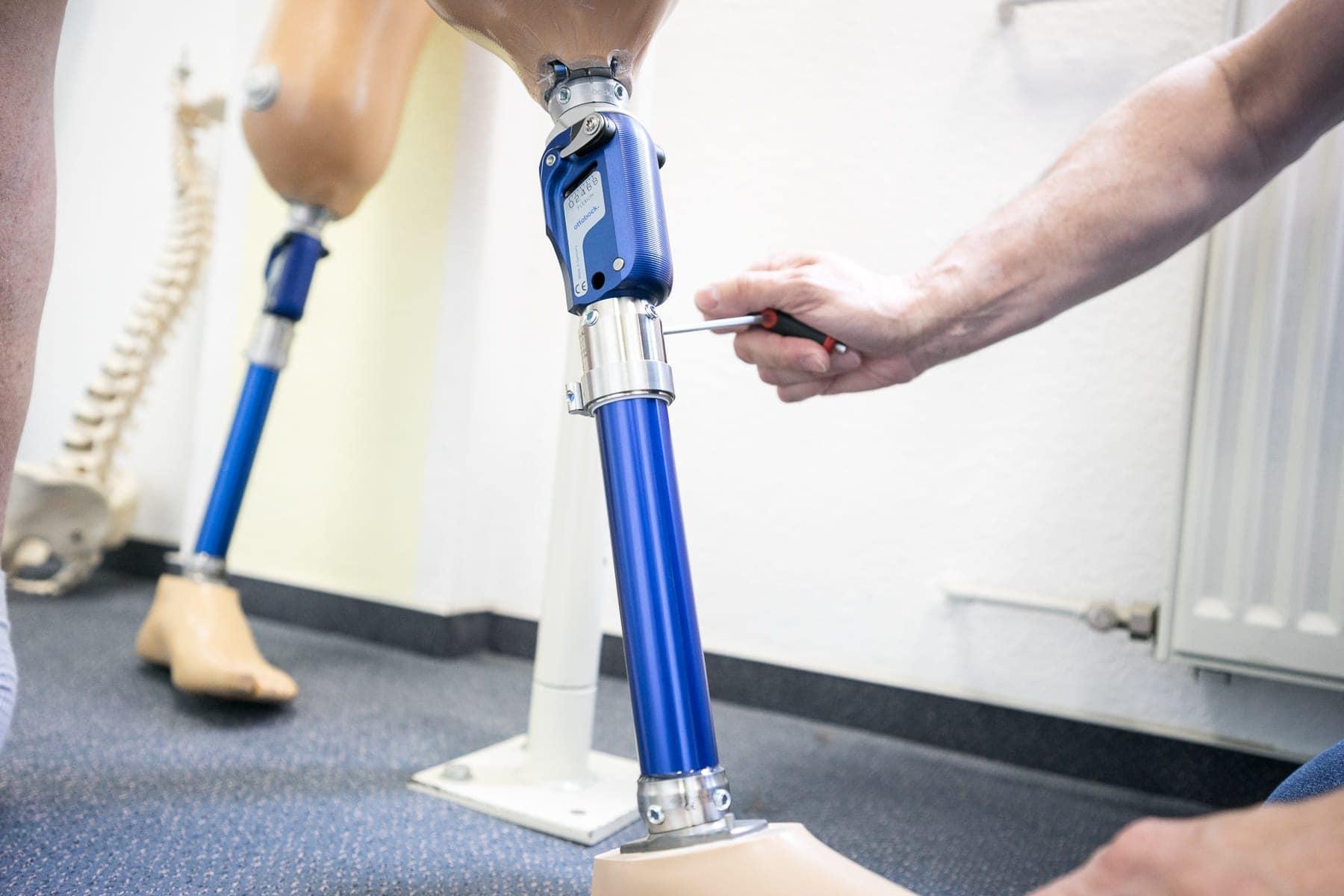 Prothese wird eingestellt
